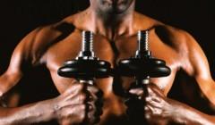 胸肌中缝怎么练?一副哑铃帮你搞定胸肌中缝.