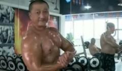 惊叹:健身健美能让70岁老人如此年轻强壮