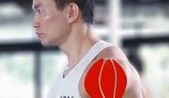 哑铃侧平举,特定训练三角肌中束的练习.