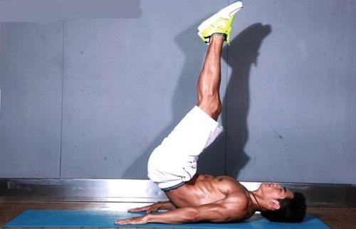 仰卧举腿锻炼腹部