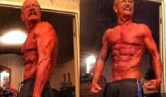 64岁老人健身8年变肌肉男