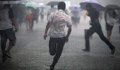 没有伞的孩子就得努力的去奔跑!!