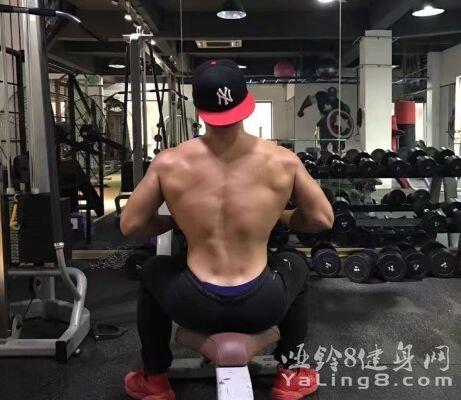 瘦子变肌肉男